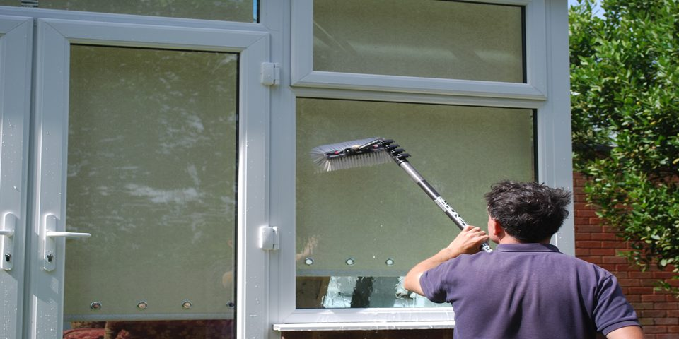 Windows-homes-business-premises-clean-home-wash-Professional-cleaners-squeaky- washing-sparkling-streak-ladder-Pure-Water-Technology-System